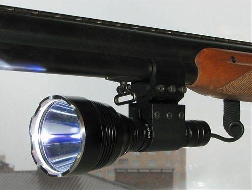 Набор с тактическим фонарем. Прекрасно выдерживает отдачу