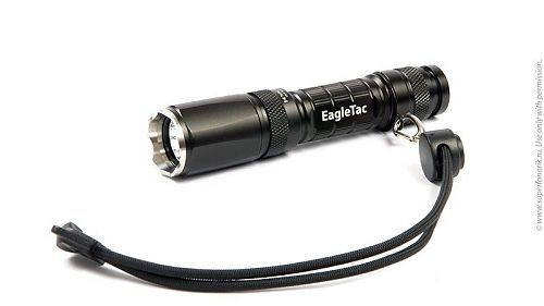 Компактный и очень яркий фонарь на энергоемких литиевых батареях CR123A