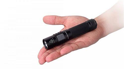 Ручной фонарь с широким набором параметров освещения
