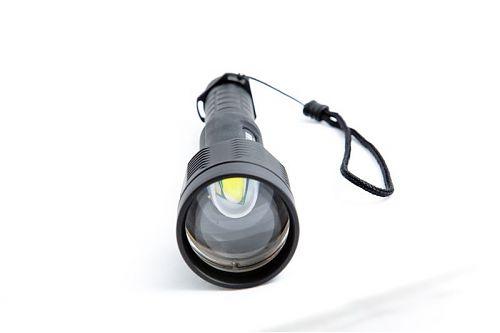 Светодиотный фонарь с регулируемой линзой