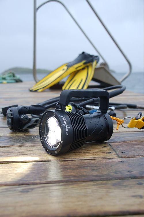 Подводный фонарь Ferei W170 XM-L2 (комплект)  Сверхмощный подводный фонарь, 2960 лм. Холодный свет диода