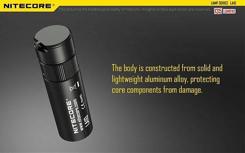 Алюминиевый корпус в форме губной помады. Мягкий рассеянный свет.