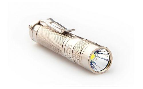 Удобный и красивый карманный фонарик с титановым корпусом
