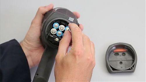 Фонарь с инновационной уникальной системой распознавания батареек